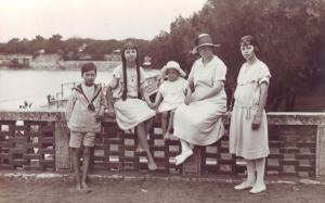Histoire & Génalogie : Arrêt sur image. Andrée Sicot et ses enfants